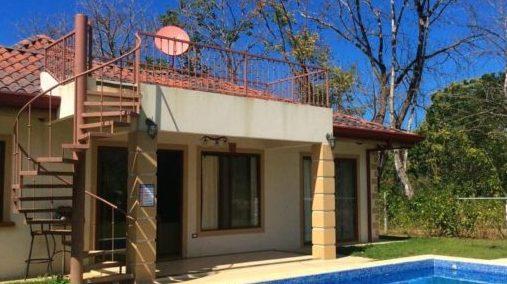 Casa Kingfisher backyard